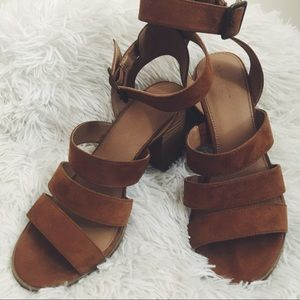 Universal Thread Wedged Brown Heels